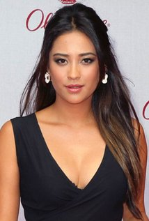 c034a7be7bdf7 Shay Mitchell is best known for sketching character Emily Fields in  Pretty  Little Liars . For the portrayal of the character