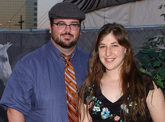 Michael Stone and Mayim Bialik